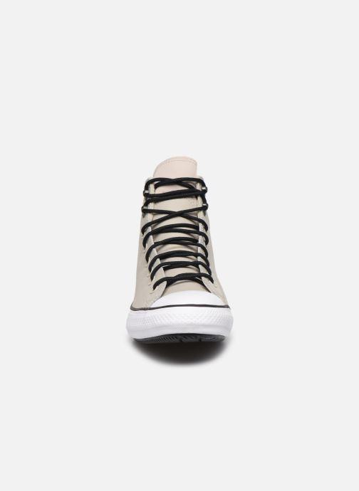 Baskets Converse Chuck Taylor All Star Winter East Village Explorer Hi Beige vue portées chaussures