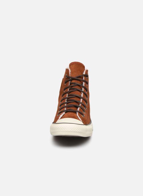 Baskets Converse Chuck Taylor All Star Suede/Sherpa Hi Marron vue portées chaussures