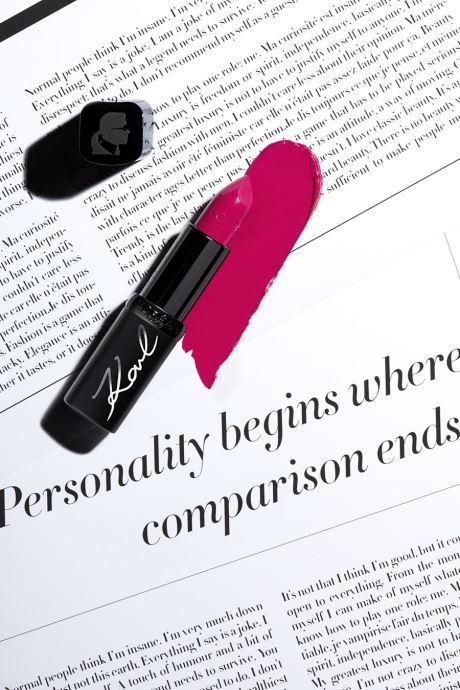 Produits d'entretien Karl Lagerfeld x L'Oréal Paris Rouge à lèvres Color Riche Satin Karismatic Rouge vue droite