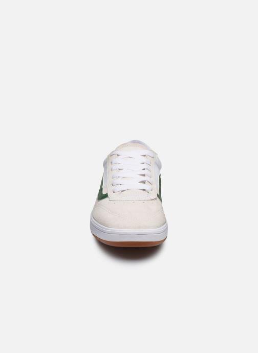 Baskets Vans UA Cruze CC (VINTAGE SPORT) Blanc vue portées chaussures