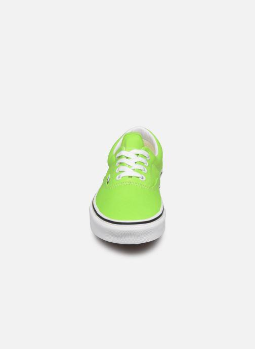 Sneaker Vans UA Era (NEON) grün schuhe getragen