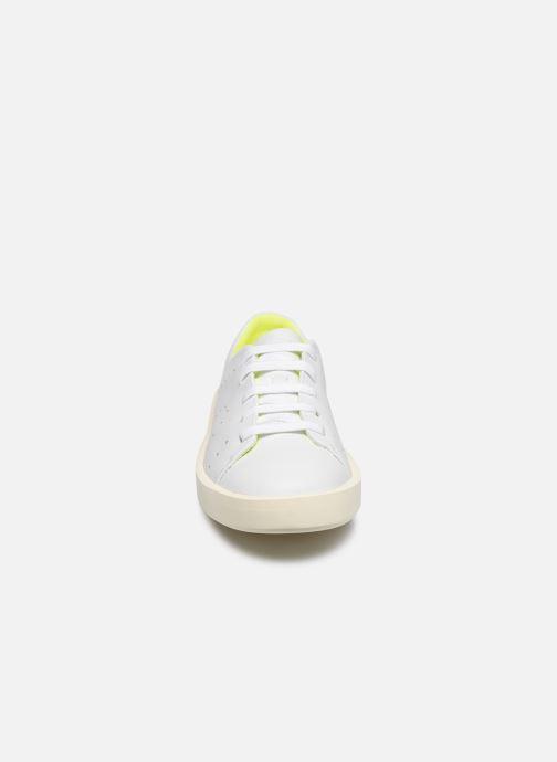 Sneakers Camper TWINS COURB M Bianco modello indossato