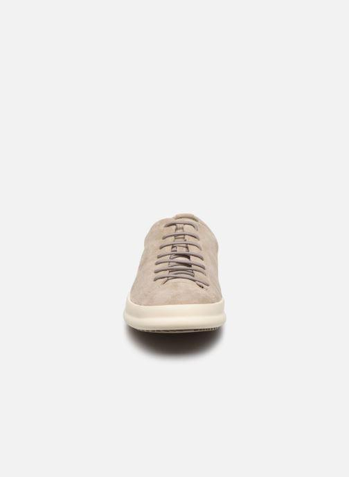 Sneakers Camper CHASSIS Beige modello indossato