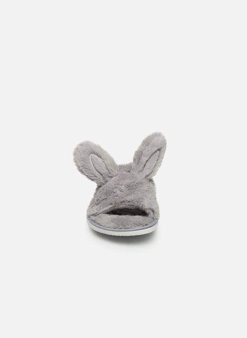 Pantuflas Sarenza Wear Chaussons oreilles de lapin femme Gris vista del modelo