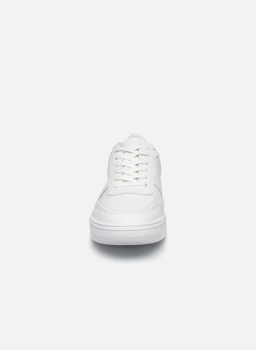 Sneakers Schmoove EVOC SNEAKER NAPPA/SUEDE Bianco modello indossato