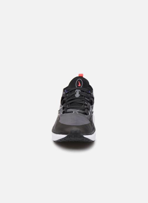 Sneakers Nike Nike Dimsix Endo Nero modello indossato