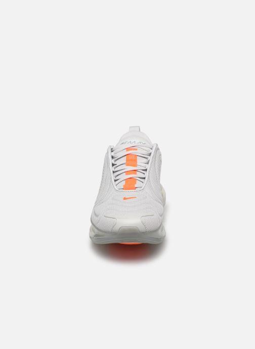 Baskets Nike Nike Air Max 720 Blanc vue portées chaussures