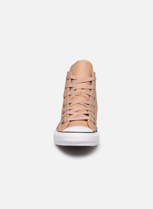 Sneakers Converse Chuck Taylor All Star Hi Champagne Beige modello indossato