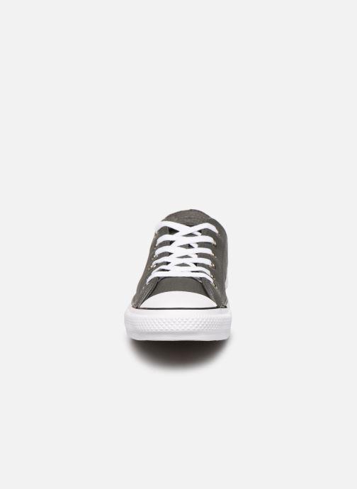 Baskets Converse Chuck Taylor All Star OX Carbon W Gris vue portées chaussures
