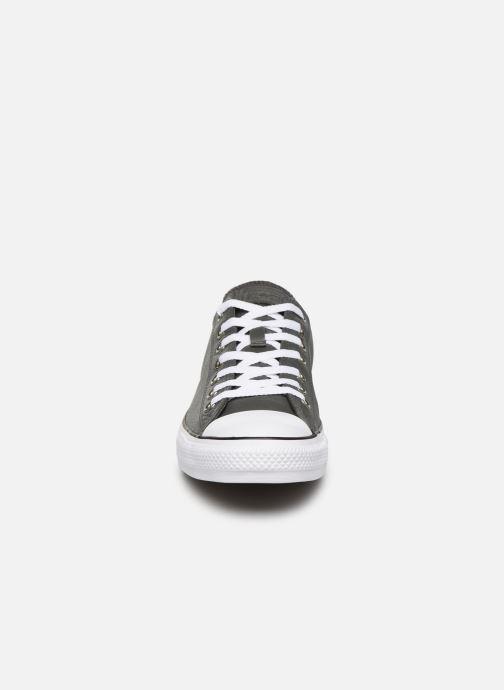 Baskets Converse Chuck Taylor All Star OX Carbon M Gris vue portées chaussures