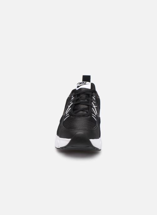 Sneakers Nike Wmns Nike Ryz 365 Nero modello indossato