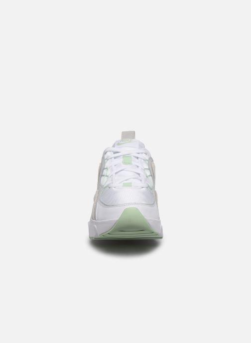 Sneakers Nike Wmns Nike Ryz 365 Bianco modello indossato