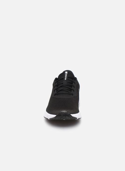 Baskets Nike Nike Revolution 5 Noir vue portées chaussures