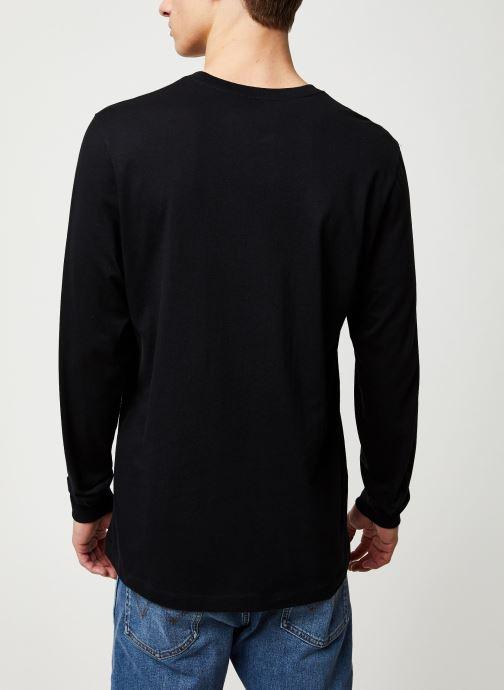 Vêtements Nike M Nsw Club Tee - Ls Noir vue portées chaussures