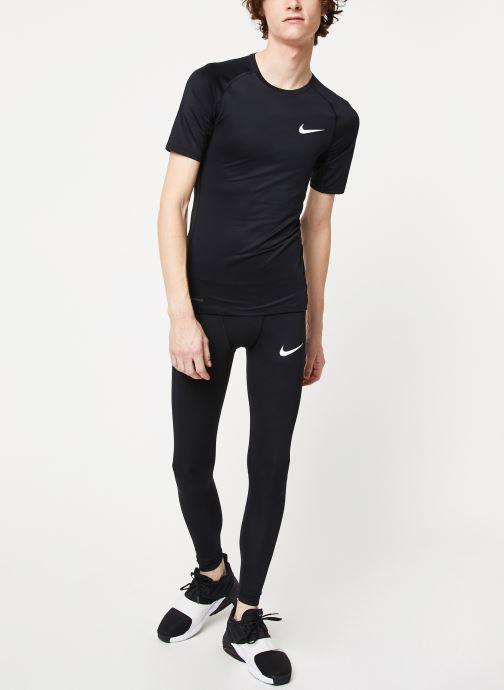 Vêtements Nike M Np Top Ss Tight Noir vue bas / vue portée sac