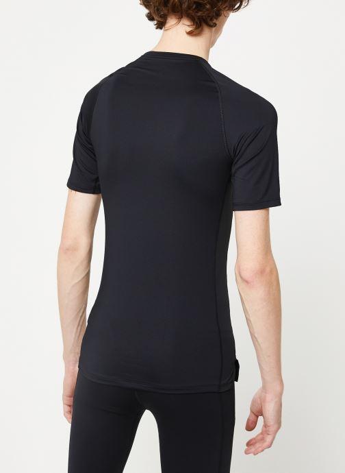 Vêtements Nike M Np Top Ss Tight Noir vue portées chaussures