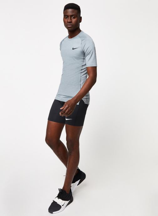 Nike T-shirt - M Np Top Ss Tight (Gris) - Vêtements chez Sarenza (411378)