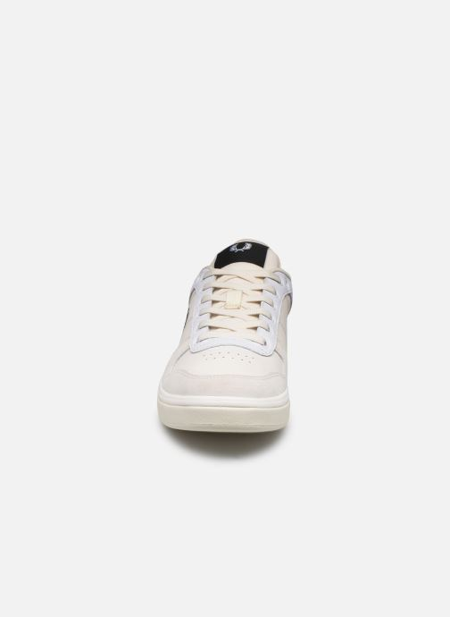 Baskets Fred Perry B300 LEATHER Blanc vue portées chaussures