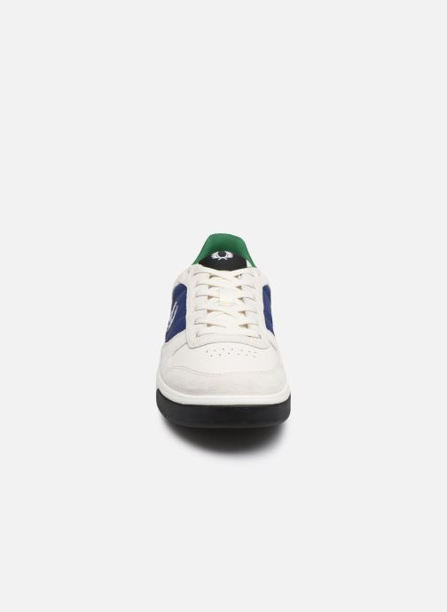 Baskets Fred Perry B300 SUEDE Blanc vue portées chaussures