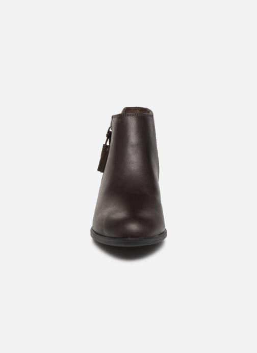 Bottines et boots Clarks Addiy Terri Marron vue portées chaussures