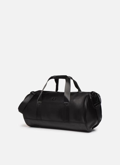 Sacs de sport Fred Perry Embossed Barrel Bag Noir vue portées chaussures