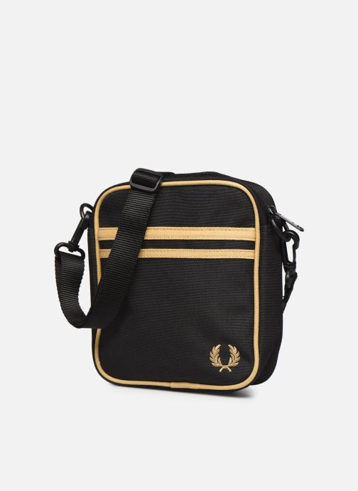 Sacs homme Fred Perry TWIN TIPPED SIDE BAG Noir vue portées chaussures