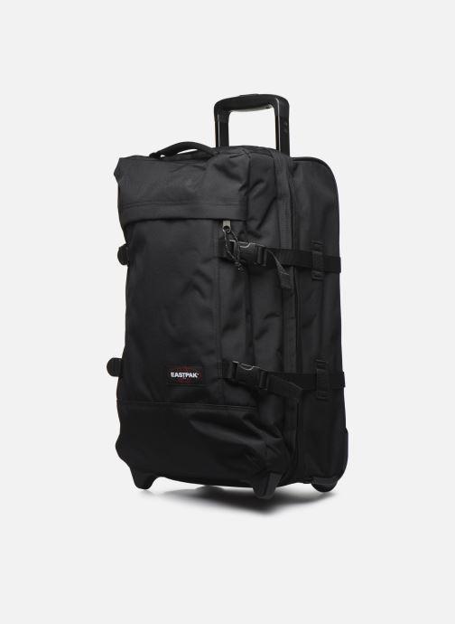 Bagages Eastpak TRANVERZ Valise cabine Noir vue portées chaussures