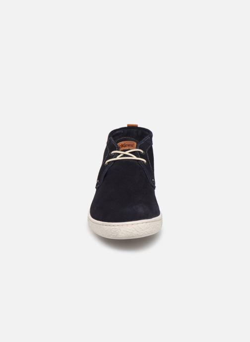 Sneakers Kickers Sanper Azzurro modello indossato