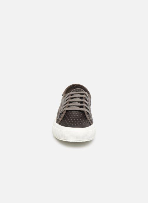 Baskets Superga 2750 Lase Red Synt W Gris vue portées chaussures