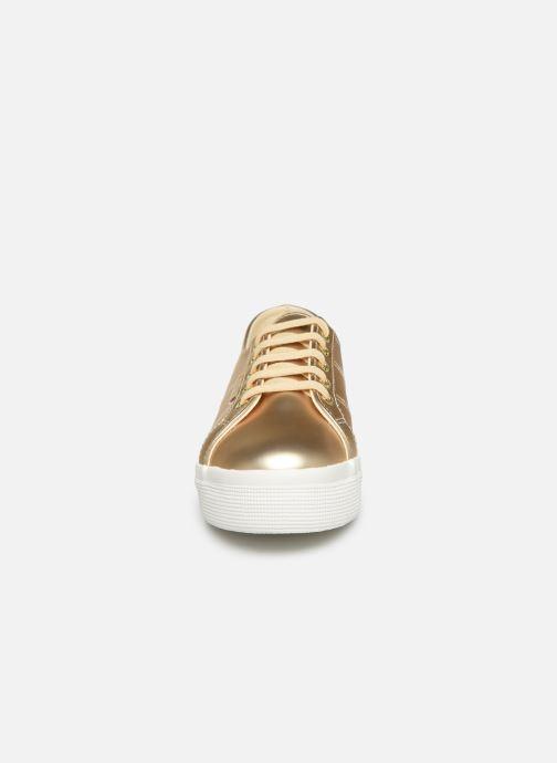 Sneakers Superga 2730 Synt Pearl DW Oro e bronzo modello indossato