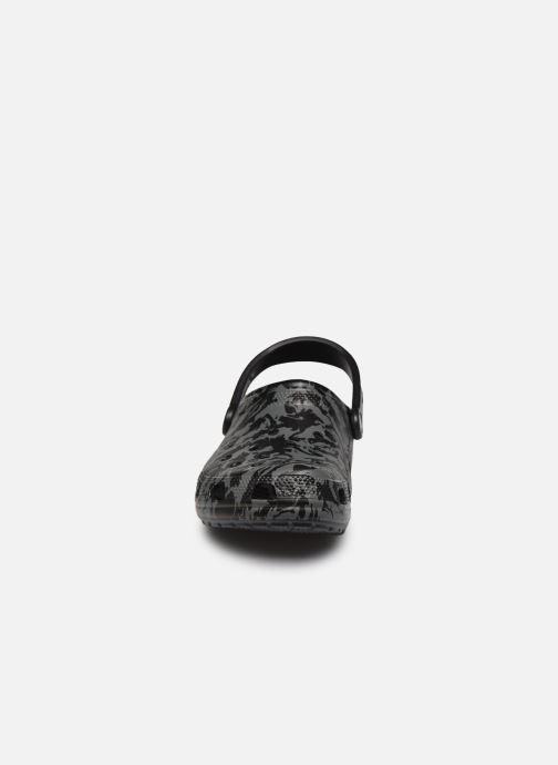 Sandales et nu-pieds Crocs Classic Printed Camo Clog Noir vue portées chaussures