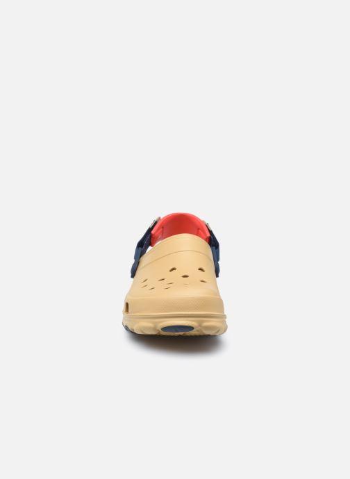 Sandali e scarpe aperte Crocs Classic All Terrain Clog Marrone modello indossato