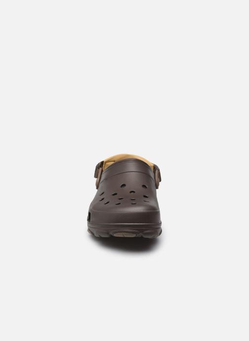 Sandales et nu-pieds Crocs Classic All Terrain Clog Marron vue portées chaussures