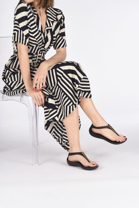 Sandales et nu-pieds Crocs Crocs Serena Metallic Bar Fp W Noir vue bas / vue portée sac