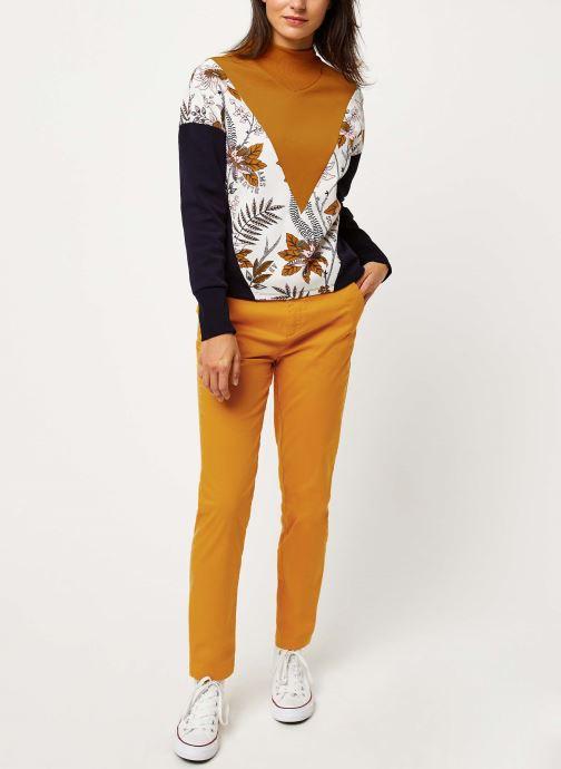 Vêtements Scotch & Soda Ams Blauw slim fit chino in stretch twill with belt Jaune vue bas / vue portée sac