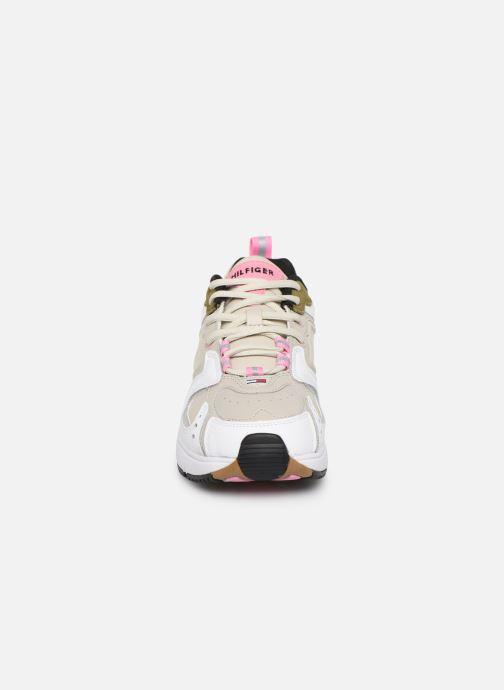 Baskets Tommy Hilfiger WMNS HERITAGE SNEAKER Beige vue portées chaussures