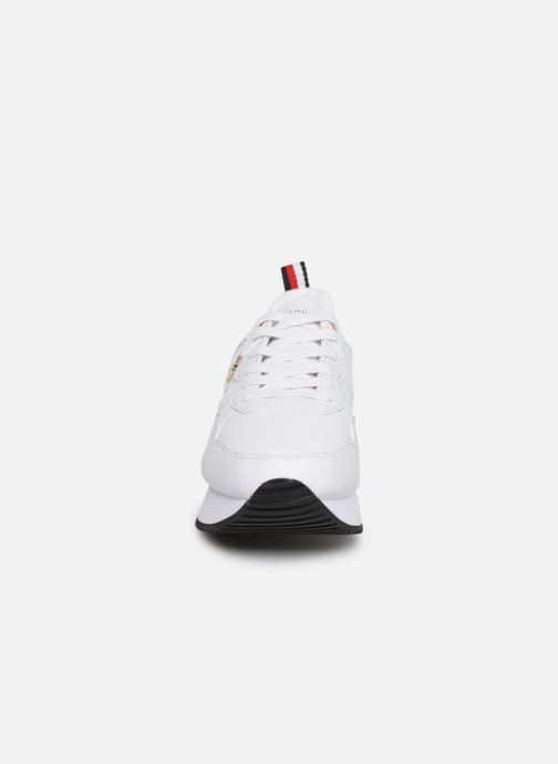 Baskets Tommy Hilfiger TOMMY DRESS CITY SNEAKER Blanc vue portées chaussures