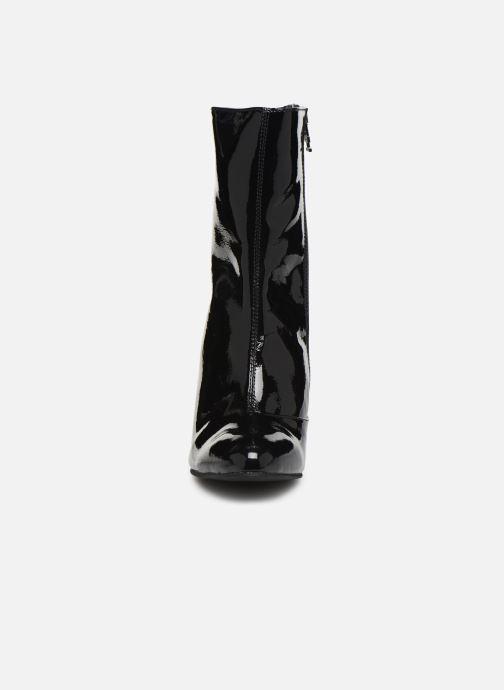 Bottines et boots Tommy Hilfiger ELEVATED PATENT BOOTIE Noir vue portées chaussures