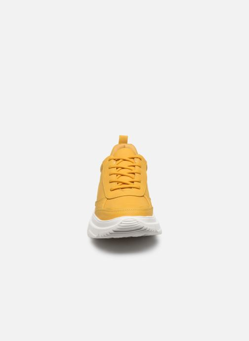 Sneakers I Love Shoes THOLEO Giallo modello indossato