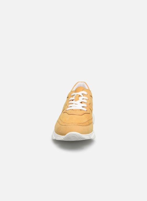 Baskets I Love Shoes THACITE LEATHER Jaune vue portées chaussures