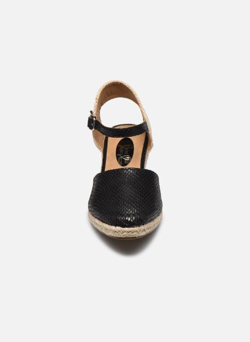Alpargatas I Love Shoes THAGUE Negro vista del modelo
