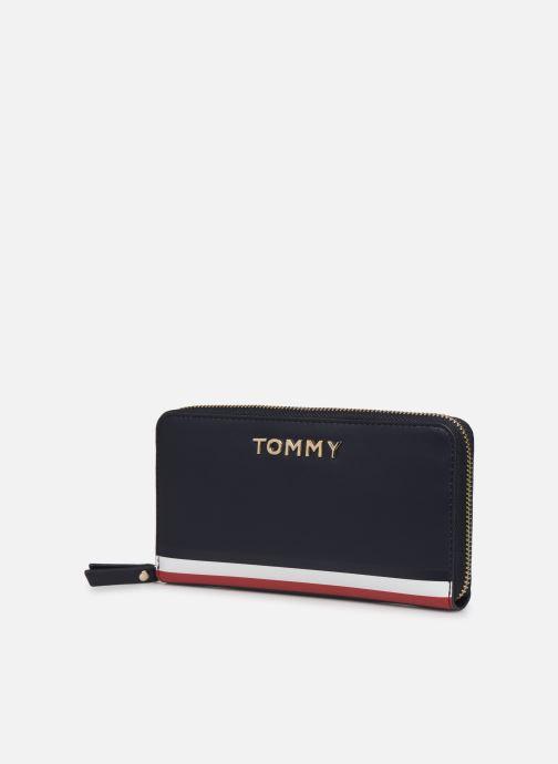 Petite Maroquinerie Tommy Hilfiger TH CORPORATE LRG ZA WALLET Bleu vue portées chaussures