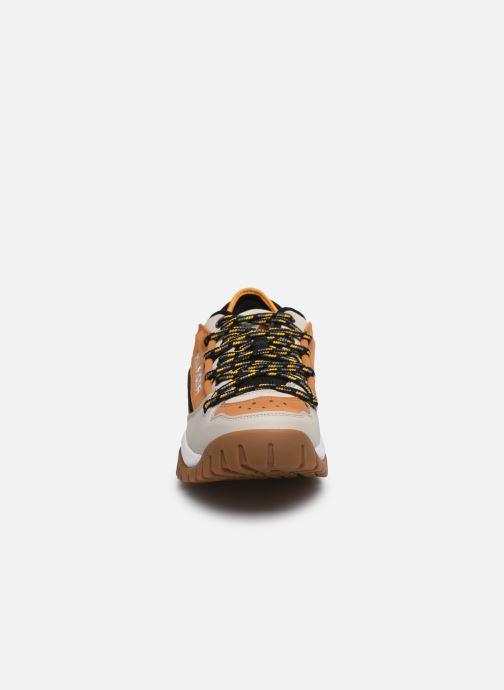Baskets Tommy Hilfiger TOMMY JEANS HERITAGE SNEAKER Marron vue portées chaussures
