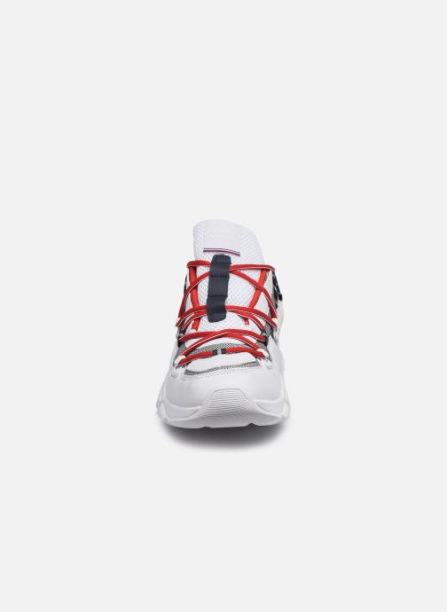Baskets Tommy Hilfiger CITY VOYAGER CHUNKY SNEAKER M Blanc vue portées chaussures