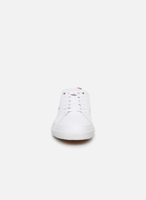 Baskets Tommy Hilfiger CORE CORPORATE FLAG SNEAKER Blanc vue portées chaussures