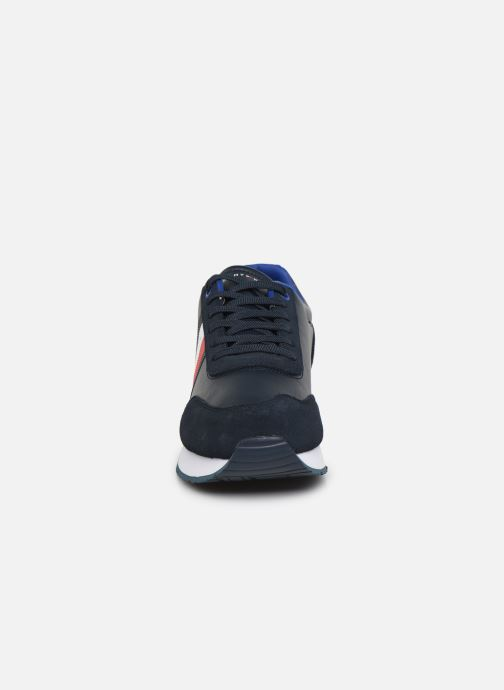 Baskets Tommy Hilfiger CORPORATE LEATHER FLAG RUNNER Bleu vue portées chaussures