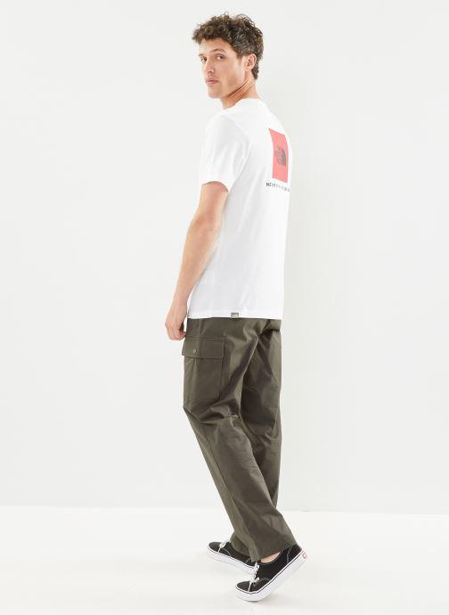 Vêtements The North Face M S/S REDBOX TEE Blanc vue bas / vue portée sac