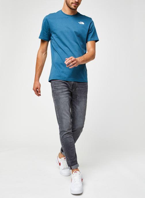 Vêtements The North Face M S/S REDBOX TEE Bleu vue bas / vue portée sac