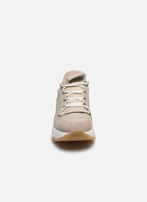 Baskets Bullboxer 323002E5C Beige vue portées chaussures