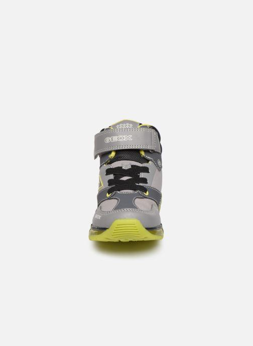 Baskets Geox J Android Boy J8444B Gris vue portées chaussures